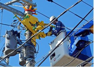 普段、私たちが安全・安心・快適に暮らせるのも電気があってこそ。スマホやテレビ、エアコン、冷蔵庫、洗濯機、照明も電気が無ければただの置物です。電気がある生活が当たり前すぎて、普段はその大切さに気付かないけれど、災害で電気が使えなくなると、その有り難さが身に染みます。